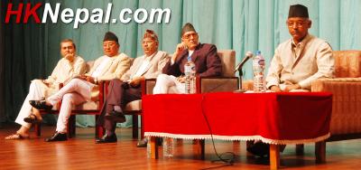 संसदको बैठकमा सहभागी सात दलका नेता । फोटो : चन्द्रमान महर्जन<br />